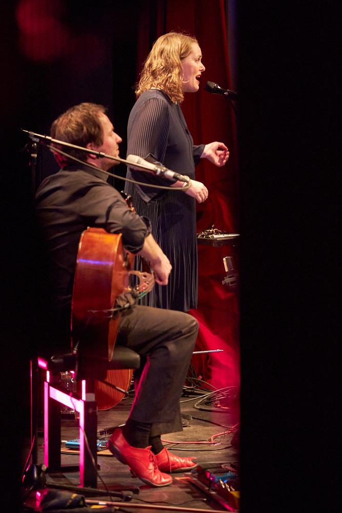 deep strings Foto von Oliver Borchert