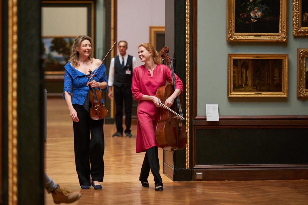 Candida Thompson und Harriet Krijgh Foto von Oliver Borchert